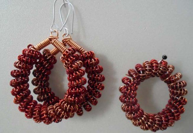 Ohrringe und Kettenanhänger aus Darht